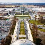 Blick auf das EXPO-Gelände aus der obersten Kugel des Atomiums