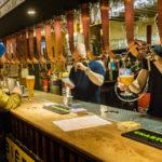 Im Delirium Café und Bar werden 25 Bier vom Faß gezapft
