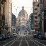 Frühmorgendlicher Blick hinab die Rue Royale (Koningsstraat) auf die Kirche Église Royale Sainte-Marie
