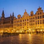 Der beleuchtete Grand-Place mit Gildehäusern