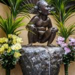 Die Bronzefigur Jeanneke Pis in Brüssel