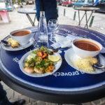 Fischsuppe und gegrillte Scampi in der Fischbar De Noordzee / La Mer du Nord