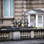 Wachablöse vor dem Königlichen Palast (Palais Royal / Koninklijk Paleis) in Brüssel