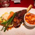 Lammkeule in der Toucan Brasserie in Brüssel