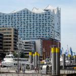 Die Elbphilharmonie von der Hafencity aus gesehen