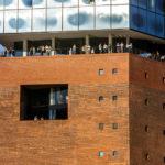 Besucher auf der Aussichtsterrasse Plaza der Elbphilharmonie