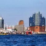 Die Elbphilharmonie während einer Hafenrundfahrt aus gesehen