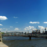 Die historische Fischauktionshalle und die Hafenumgebung