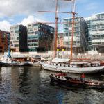 Moderne Wohnbauten und einige Schiffe in der HafenCity