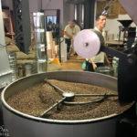 In der Speicherstadt Kaffeerösterei werden die Kaffeebohnen frisch geröstet