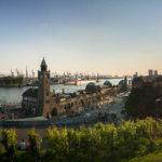 Panorama der Landungsbrücken und des Hafens von der Aussichtsplattform Stintfang