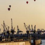 Heißluftballons über dem Hafen von Hamburg