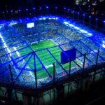 Das beleuchtete Volksparkstadion in der Modelleisenbahn Miniatur Wunderland