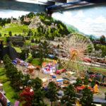 Ein Vergnügungspark in der Modelleisenbahn Miniatur Wunderland