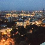 Blick auf Hamburg von der Dachterrasse des Hotels Radisson Blu