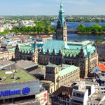 Blick vom Turm St. Nikolai auf Hamburg und das Rathaus