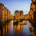 Blick auf das Wasserschloss in der Hamburger Speicherstadt