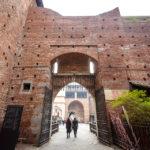 Eingang zum Mailänder Schloss (Castello Sforzesco)