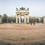 Der Piazza Sempione mit dem Friedensbogen Arco della Pace sowie links und rechts der Casello del Dazio