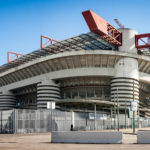 Außenansicht des Giuseppe-Meazza-Stadions (San Siro) bei Tag