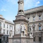Statue von Leonardo da Vinci auf dem Piazza della Scala