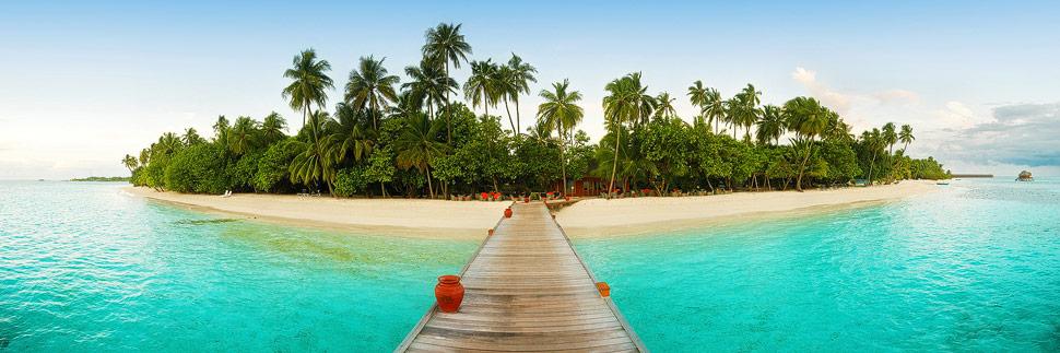 Panorama mit Strand und Palmen auf Meeru (Malediven)
