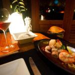 Heiße Meeresfrüchteplatte im Asian Wok Restaurant auf der Insel Meeru (Malediven)
