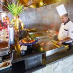 Das Buffetrestaurant Farivalhu auf der Insel Meeru (Malediven)