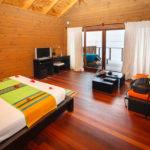 Wohn- und Schlafraum in der Jacuzzi Water Villa