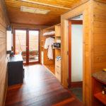 Vorzimmer und Garderobe in der Jacuzzi Water Villa