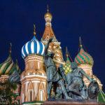 Denkmal für Kusma Minin und Fürst Dmitri Poscharski vor der Baslilius-Kathedrale