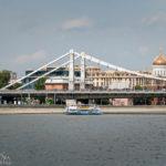 Die Krymsky-Brücke, gesehen während einer Bootsfahrt auf der Moskwa