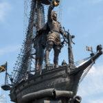 Denkmal für Peter I., gesehen während einer Bootsfahrt auf der Moskwa