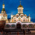Die beleuchtete Kasaner Kathedrale nahe des Roten Platzes