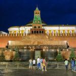 Das Lenin-Mausoleum auf dem Roten Platz, dahinter der Kreml