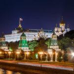 Der beleuchtete Kreml und der Große Kremlpalast
