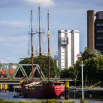 Blick auf die Brauerei Becks während einer Hafenrundfahrt