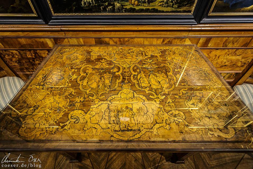 Holztisch mit Bleiintarsien in der Gemäldegalerie im Kaisertrakt des Stift Göttweig