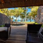 Terrasse und eigener Whirlpool in der Beachfront Suite im Hotel Trou aux Biches Beachcomber