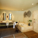 Badezimmer in der Beachfront Suite im Hotel Trou aux Biches Beachcomber