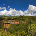 Panorama der Landschaft rund um den Chamarel-Wasserfall