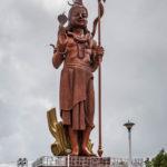 Die 33 Meter hohe Shiva-Statue beim Grand Bassin