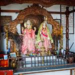 Statuen der Götter Shiva und Parvati in einem Tempel am Grand Bassin