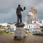 Die Statue von Sir Seewoosagur Ramgoolam in Port Louis