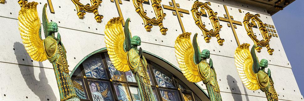 Engel an der Kirche am Steinhof von Otto Wagner in Wien