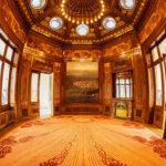 Panorama des prachtvollen Jugendstil-Warteraums im Hofpavillon Hietzing