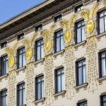 Goldene Ornamente von Koloman Moser auf dem Haus Linke Wienzeile 38