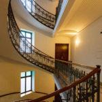 Das einfachere Stiegenhaus auf der Stiege 2 im Majolikahaus