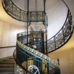 Jugendstil-Aufzugsanlage und Stiegenhaus im Haus Linke Wienzeile 38/Köstlergasse 1
