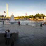 Das World War II Memorial und dahinter das Washington Monument